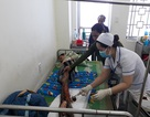 Bị hoại tử, chàng trai nghèo đau đớn với đôi chân bong tróc từng mảng da thịt