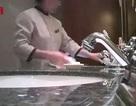 Khách sạn 5 sao của Trung Quốc bị tố cáo dùng khăn tắm của khách lau sàn, bồn cầu
