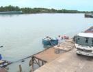 Thuyền chở hàng chục tấn axit chìm trên sông Đồng Nai