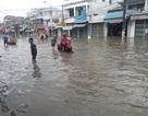 Mưa lớn kéo dài, đường tới sân bay Cam Ranh tê liệt
