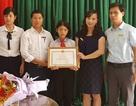 Tặng giấy khen của Giám đốc Sở GD&ĐT đến cô học trò nghèo trả lại của rơi