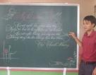 Nét chữ viết bảng đẹp như in của thầy giáo trường làng