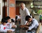 Cụ giáo làng tuổi 80 của học trò nghèo miền núi