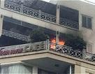 Giải cứu 6 người mắc kẹt trong vụ cháy khách sạn 10 tầng trên phố cổ
