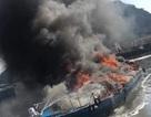 Tàu cao tốc bốc cháy dữ dội trong cảng Quảng Ninh