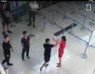 Vụ nữ nhân viên hàng không bị hành hung: Khởi tố 3 bị can