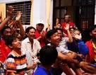 Người dân Cần Giờ cổ vũ tuyển Việt Nam giữa tâm bão