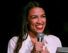 Đôi giày cũ rách gây chú ý của nữ nghị sĩ trẻ nhất lịch sử Mỹ