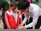 Vượt hơn 250km mang áo ấm, quà đến với học sinh vùng lũ biên giới