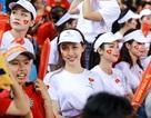 Cổ động viên Việt Nam thắp lửa sân Hàng Đẫy ở trận gặp Campuchia