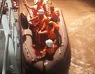 5 ngư dân kêu cứu trên chiếc tàu tránh bão