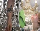 Đính hôn với đèn chùm 91 tuổi, người phụ nữ xăm tình yêu lên cổ tay