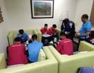 """Đội tuyển Việt Nam bị """"nhốt"""" sau khi đến Philippines"""