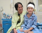 Cô bé 10 tuổi mỉm cười sau ca mổ u não trong tình trạng hôn mê