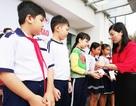 Trao học bổng đến học sinh Bạc Liêu vượt khó học tốt
