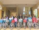 Quảng Bình: Tặng xe đạp tiếp sức học sinh nghèo đến trường