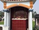 Hàng loạt bát hương trên các ngôi mộ bị vỡ sau một đêm