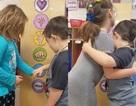 """Mỹ: Học sinh mẫu giáo bắt đầu ngày mới theo cách dễ thương """"nhất quả đất"""""""