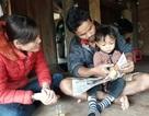 Bé trai 3 tuổi người Vân Kiều đọc trôi chảy tiếng Việt dù chưa được dạy