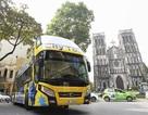 Du khách thích thú trải nghiệm buýt 2 tầng, mui trần giá 6 tỷ ở Hà Nội
