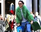 Kendall Jenner mặc áo 3000 USD đạp xe trên phố