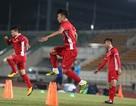 Bùi Tiến Dũng chấn thương, HLV Park Hang Seo vá hàng thủ như thế nào?