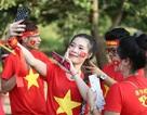 """Cổ động viên Việt Nam tại Lào """"tiếp lửa"""" thầy trò HLV Park Hang Seo"""