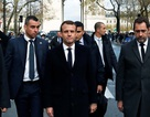 Phép thử sống còn của tổng thống trẻ nhất lịch sử Pháp sau làn sóng bạo động