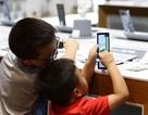 Màn hình điện thoại, TV thay đổi cấu trúc não bộ trẻ em như thế nào