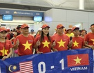 Cổ động viên Việt dậy từ sáng sớm, đáp chuyên cơ sang Malaysia cổ vũ đội nhà