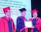Lần đầu tiên Trường ĐH Vinh trao bằng Tiến sĩ danh dự