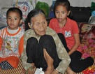 Mẹ bị xe tông chấn thương sọ não, 2 con thơ co ro bên ông bà ngoại già yếu