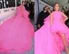 Jennifer Lopez trẻ đẹp với váy hồng
