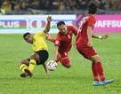Cận cảnh những pha bóng như triệt hạ đối thủ của Malaysia