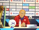 """HLV Park Hang Seo liên tục """"liếc"""" cúp vô địch AFF Cup"""