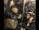 Hành khách gốc Á bị tấn công phân biệt chủng tộc trên tàu điện ngầm New York