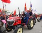 Siêu độc: CĐV Hà Nội lái máy cày đi cổ vũ đội tuyển Việt Nam