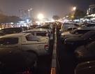 """Bãi gửi xe tự phát tại Mỹ Đình """"chặt chém"""" 300.000 đồng/lượt gửi ô tô"""