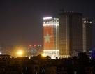 Cao ốc Hà Nội rực màu cờ đỏ sao vàng trong đêm trước trận chung kết AFF Cup