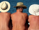 Bãi tắm khỏa thân trở thành điểm tụ tập của những kẻ biến thái và quan hệ công khai