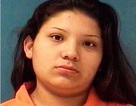 Bé 3 tuổi bắn súng vào mặt em gái 8 tháng khi mẹ đang tắm với bạn trai