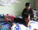 Thương cha già vất vả nuôi con trai bị lao màng não nằm liệt giường