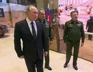 """Tổng thống Putin """"mục sở thị"""" dàn vũ khí Nga tịch thu ở Syria"""