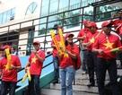Cổ động viên Việt Nam đổ bộ sân Panaad, tiếp lửa thầy trò HLV Park Hang Seo