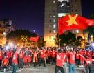 Cổ động viên Việt Nam phấn khích với chiến thắng của đội nhà