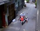 Dân vây bắt đối tượng cướp xe máy của tài xế Grab