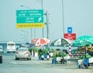 Lộn xộn hàng rong ở cửa ngõ giao thông lớn nhất Hà Nội