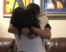 Khoảnh khắc xúc động cậu bé mồ côi được chính cô giáo của mình nhận nuôi