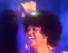 Hoa hậu Châu Phi...  cháy tóc khi nhận vương miện