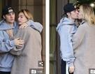 Vợ chồng Justin Bieber hôn nhau trên phố